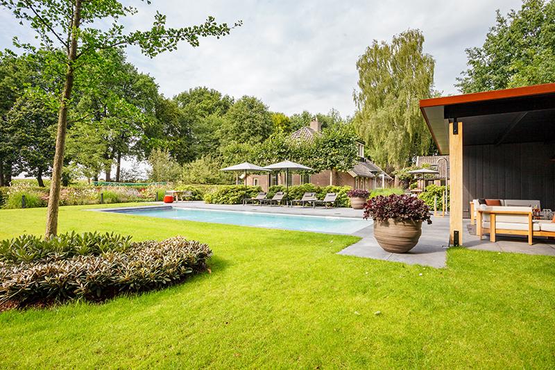 Authentieke boerderijtuin, Hendriks Hoveniers, landelijke omgeving, luxe tuin, wellness tuin, beplanting