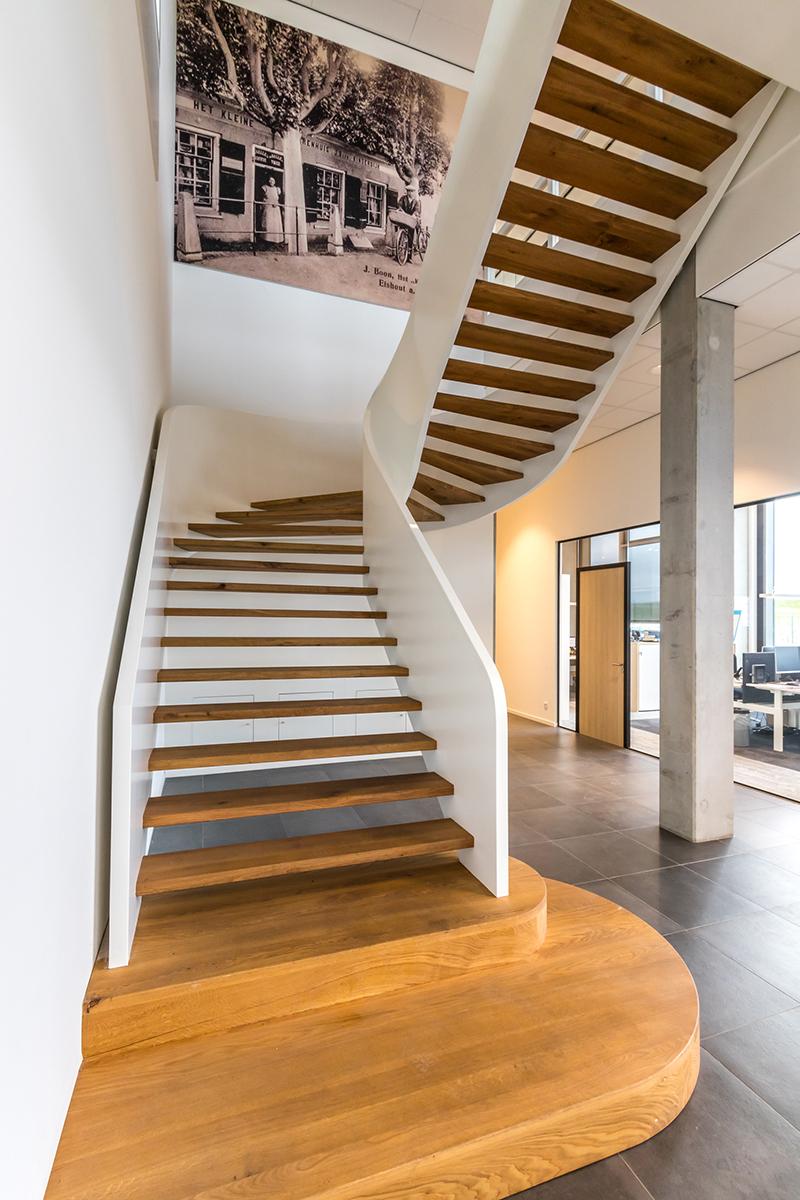 Imposante wenteltrap, Van Bruchem Staircases, design trap, vakmanschap
