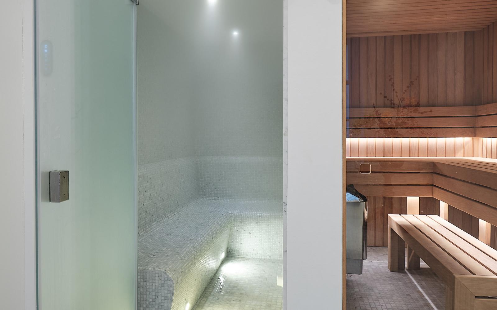 Wellness met lichte mozaïek, Cleopatra B.V., home wellness, genieten, stoomcabine, sauna