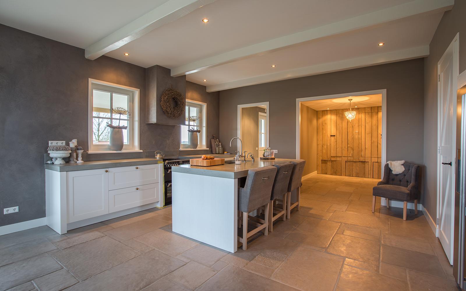 Villa in landelijke stijl, Van den Heuvel & Van Duuren, charmante villa, landelijke stijl, natuursteen tegels, authentiek