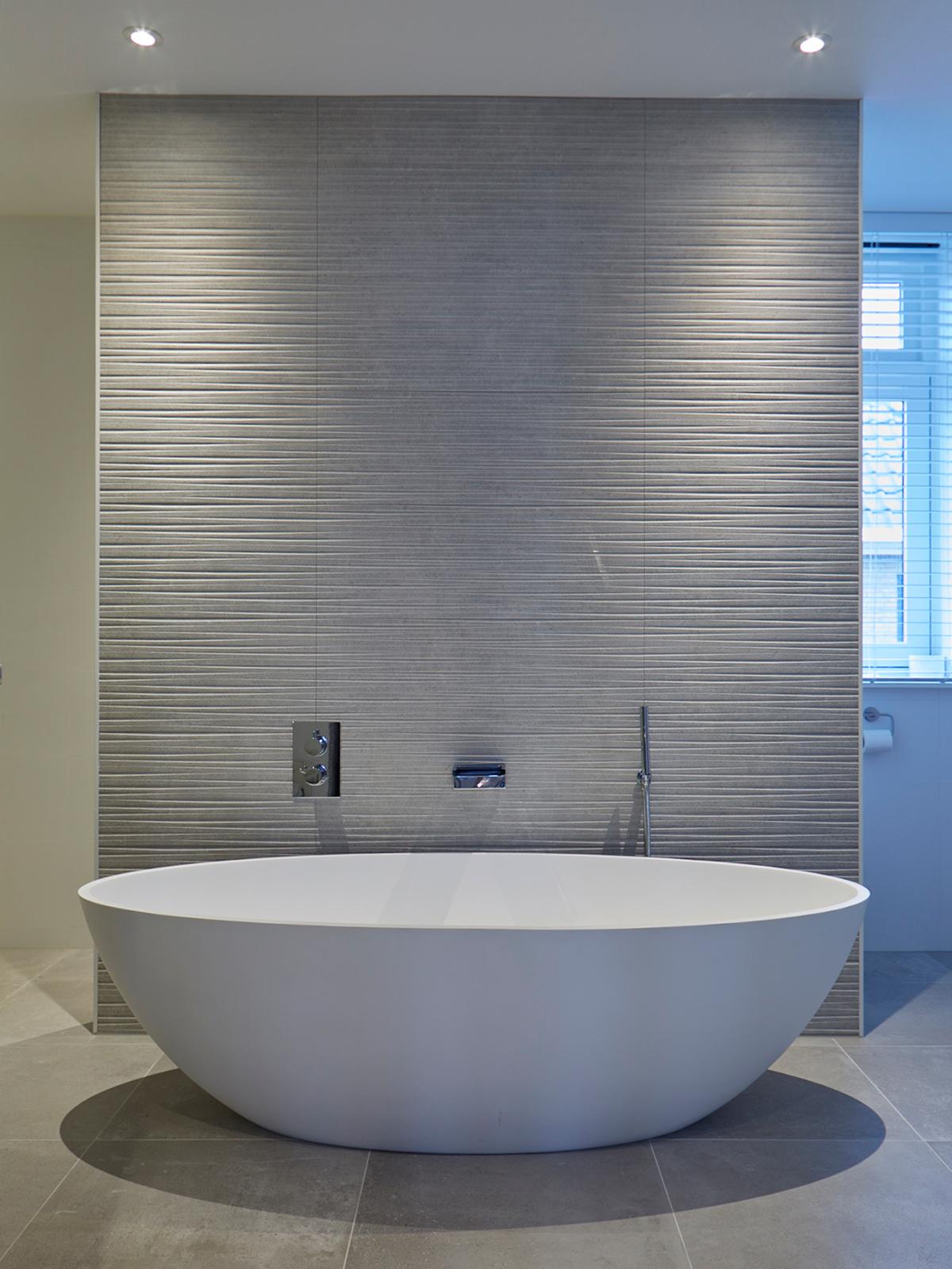 Tijdloze villa met klassieke details, AA+ Ontwerpbureau, badkamer, vrijstaand bad,