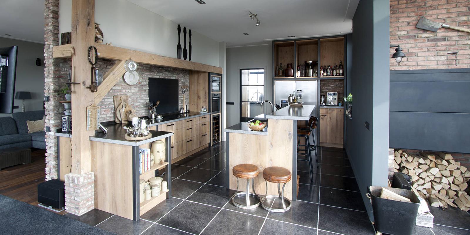 Stoere keuken, Dauby deurbeslag, industrieel, hout, staal, robuust
