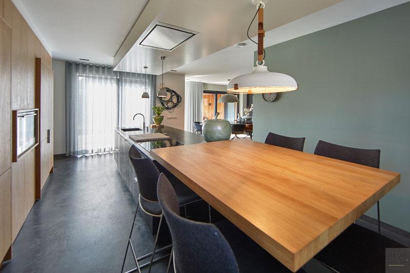 Moderne woning, CS2 Architecten, Woonkamer, Modern interieur, Gietvloer, warm interieur, Keuken, Keuken design, donkere keuken