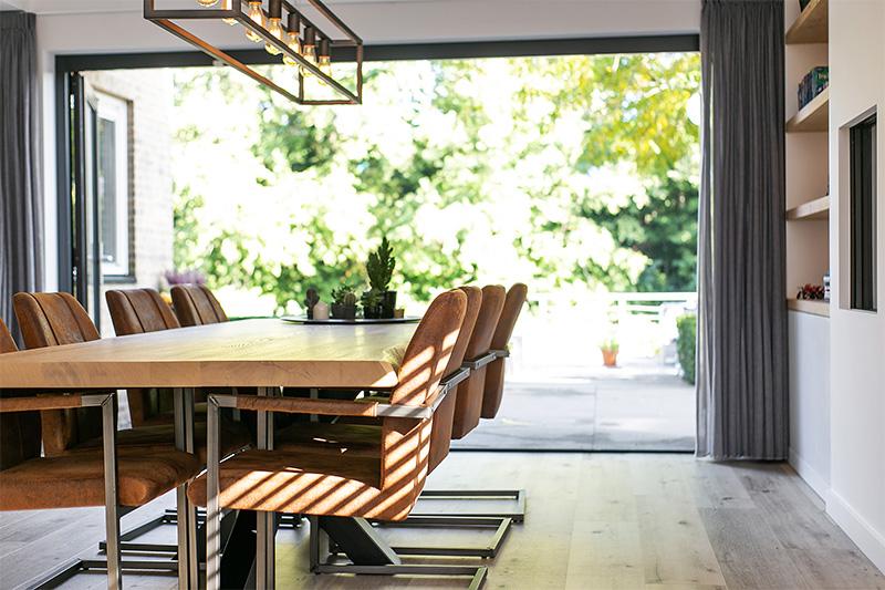 Lifs interieuradvies & Styling, openslaande deuren, glazenwand, open sfeer, open keuken, zitgedeeltes, tijdloos