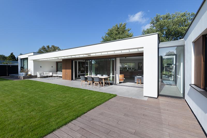 Moderne verbouwing , BNLA Architecten, bungalow, natuursteen, glaspartijen