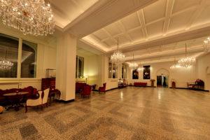 Butler Academie, Haagsche Kunsthandel, kroonluchters, butlers, luxueus, authentiek