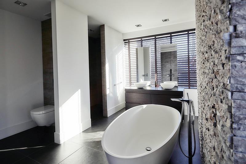 Nieuwbouwwoning, Bob Manders, badkamer, ligbad, lichtinval