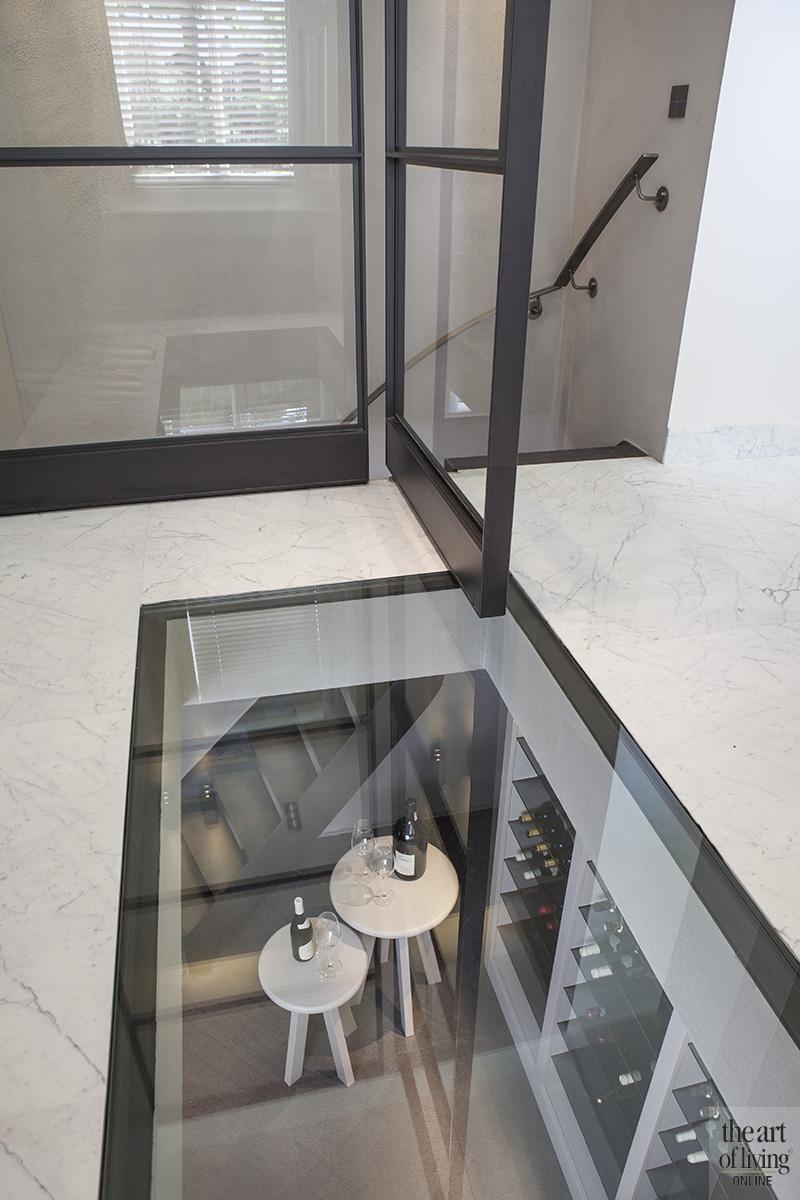 Natuurlijke kleuren, Remy Meijers, hal, Stalen deuren, Stalen deur, wit interieur, Wijnkelder, glazen plafond