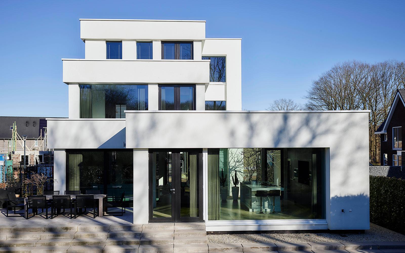 Nieuwbouwwoning, Bob Manders, luxe architectuur, modern, wit, glaspartijen, veel lichtinval