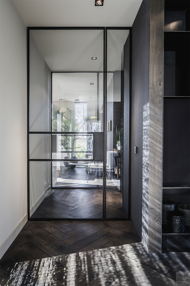 Moderne architectuur, Architectenbureau Kabaz, Luxe inrichting, Luxe interieur, Modern interieur, Maatwerk interieur, Stalen deuren, Stalen deur, Entree, Hal