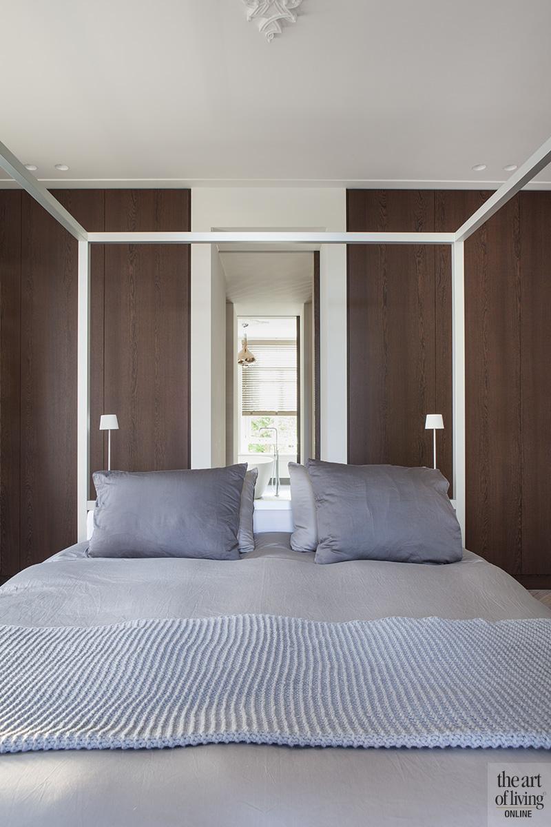 Natuurlijke kleuren, Remy Meijers, Slaapkamer, hemelbed, Maatwerk interieur, Masterbedroom, hotelsuite