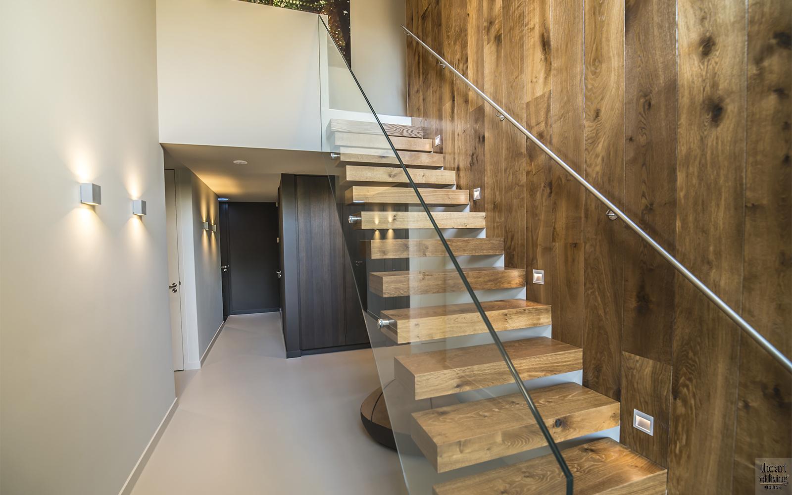 Studio Kees Marcelis, Villa, Kubistisch, Moderne villa, Modern interieur, Thuis bioscoop, houtentrap, vijver