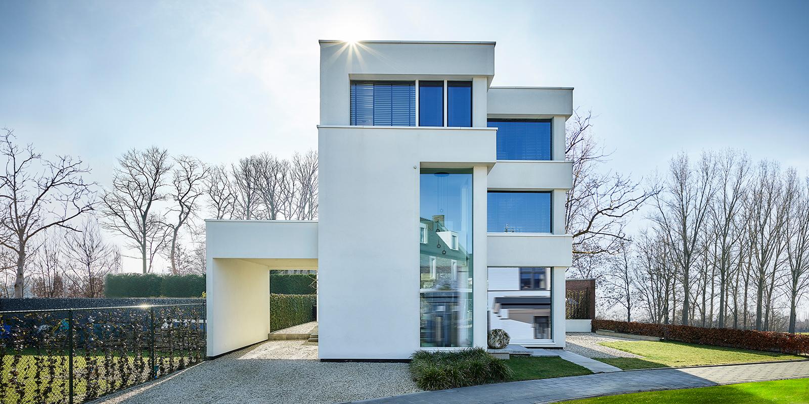 Nieuwbouwwoning, Bob Manders, luxe architectuur, modern, wit, glaspartijen, veel lichtinval, villa