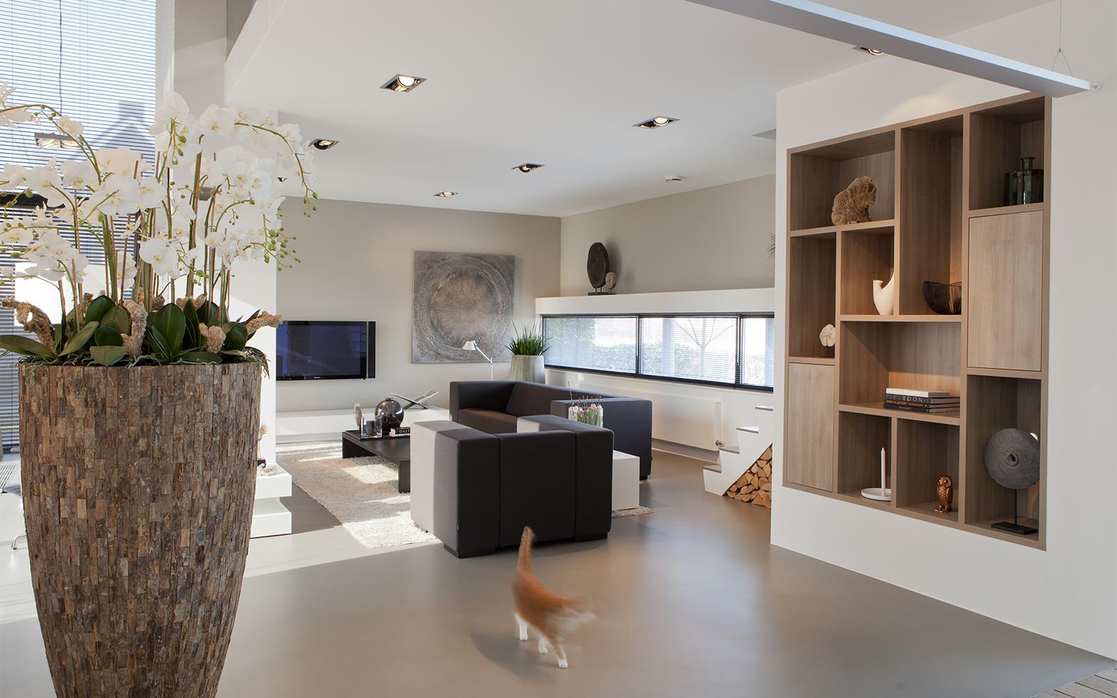 Warm interieur, C'avante, glaspartijen, kunst, open villa, lichtrijk, houtdetails