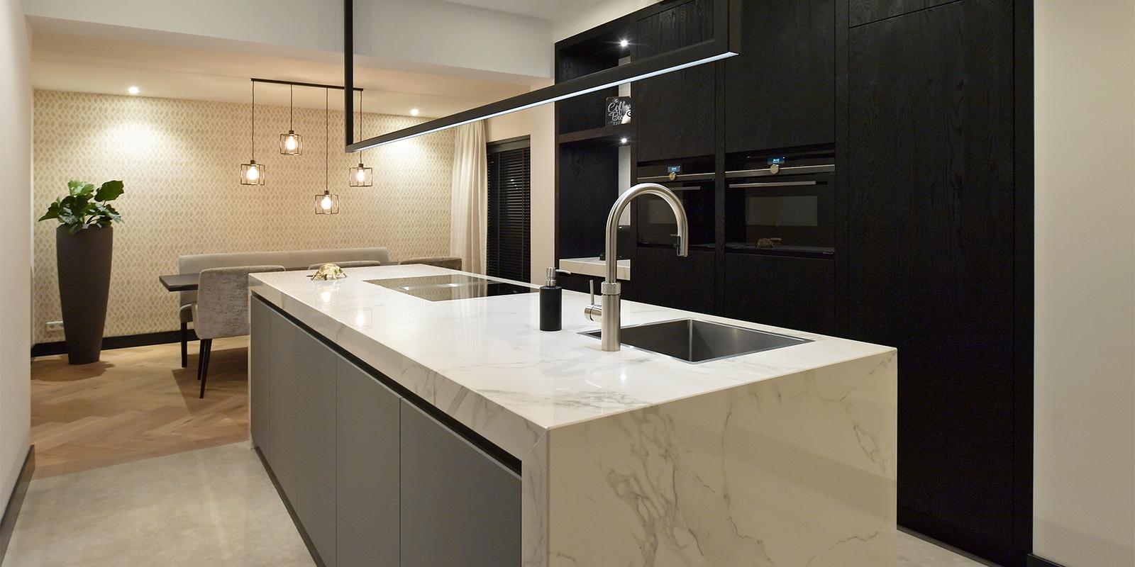 Keuken met marmer, Mamer, Modern interieur, Thomas de Gier, Strakke lijnen