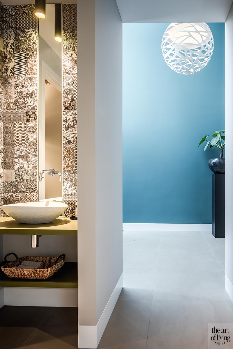 Blauwtinten, Trendkleur 2019, Trendkleur 2020, Trendkleur, Blauw interieur, Blauwe muur, blauwe accessoires, blauwe trend, blauwe tegels