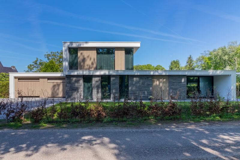 Houten garagedeuren, Fraké hout, Duurzaam, Elektrische garagedeuren, Different doors