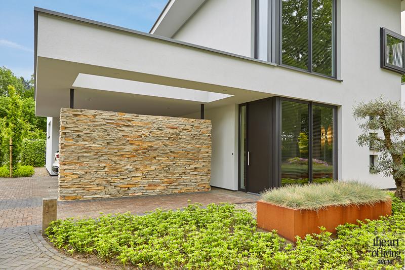 Design haard, Boley, Exterieur, Witte villa, Moderne villa, Poort, Hekwerk, Strakke villa, Natuurstenen gevelbekleding