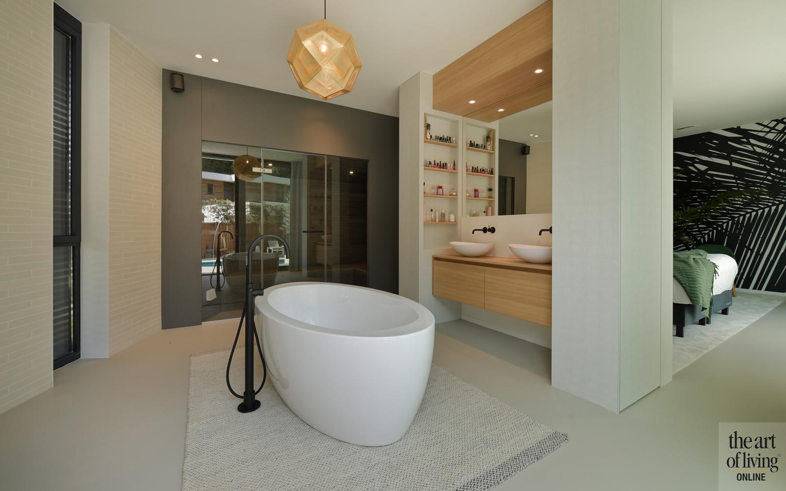 Ibiza stijl, Frans van Roy, Ibiza interieur, Villa met zwembad, Witte villa, Minimalistisch interieur, Interieur design, badkamer, vrijstaand bad, ensuite badkamer