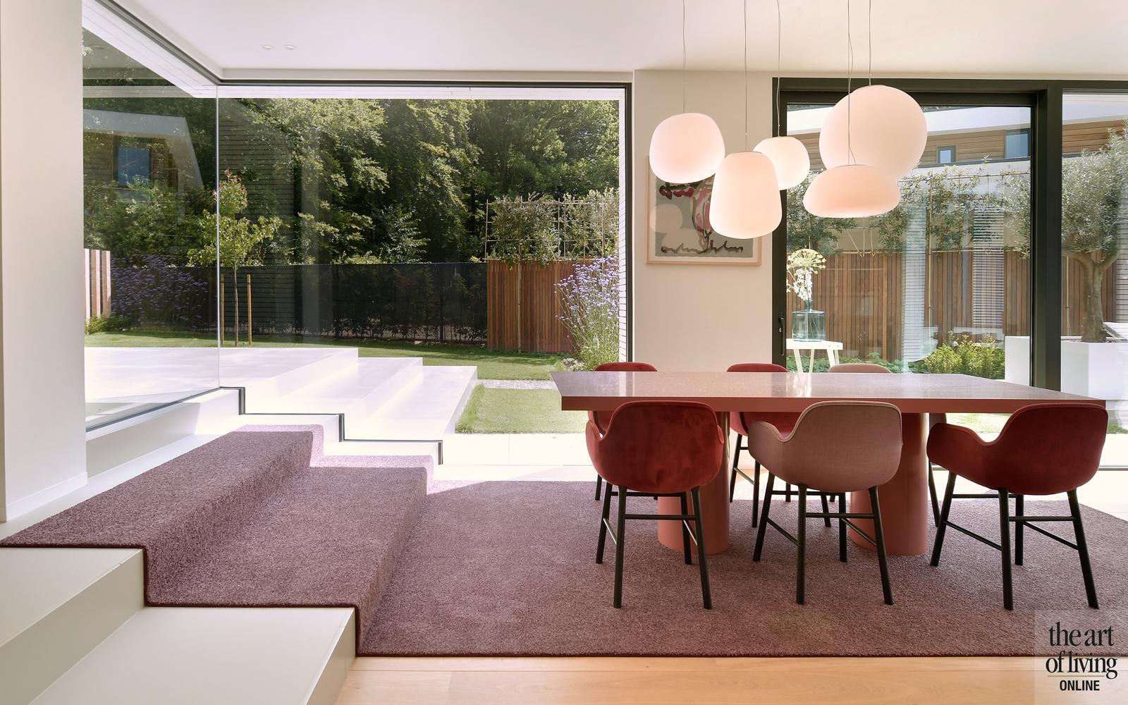 Ibiza stijl, Frans van Roy, Ibiza interieur, Villa met zwembad, Witte villa, Minimalistisch interieur, Interieur design, eettafel, eetkamer