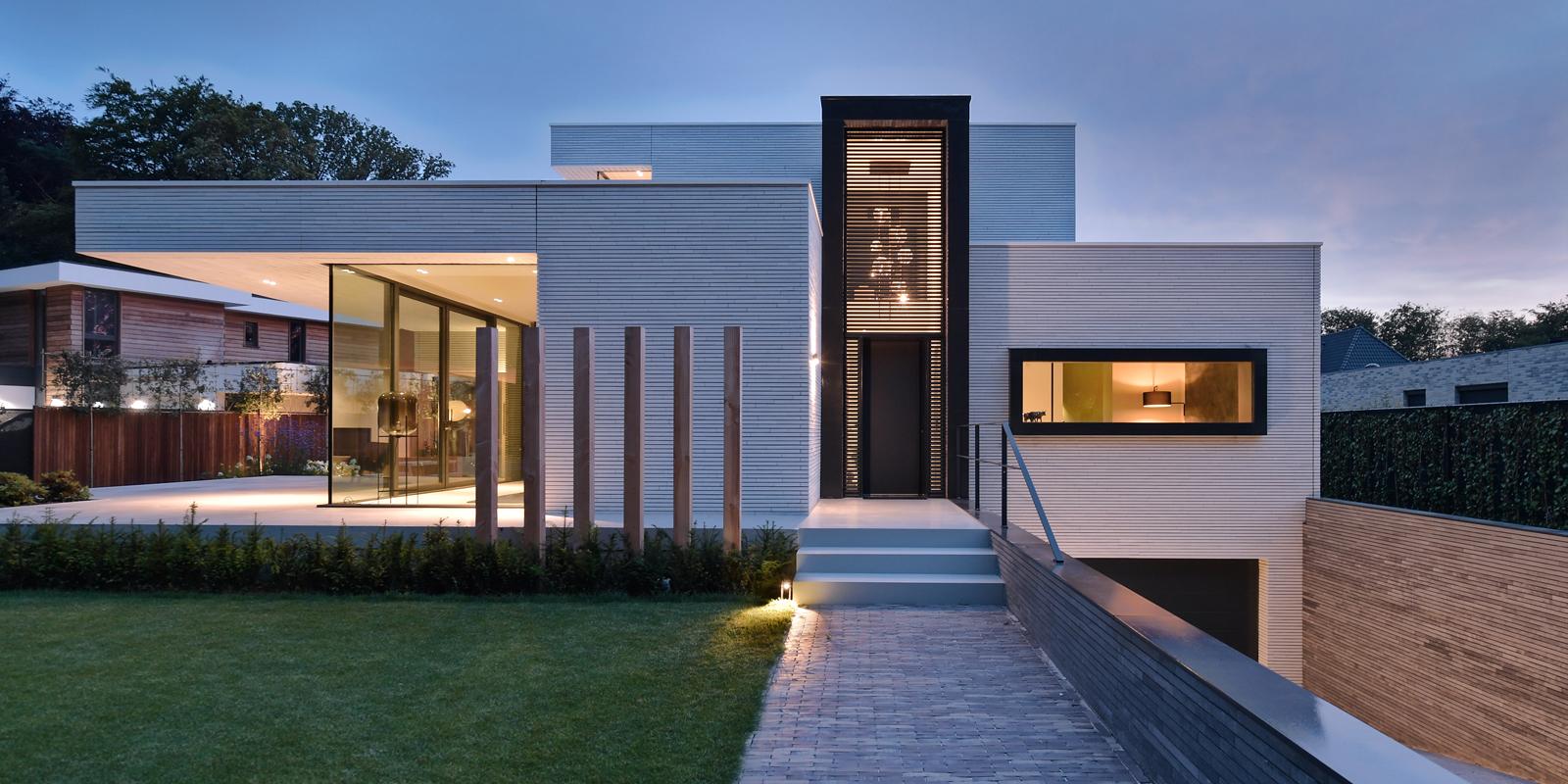 Ibiza stijl, Frans van Roy, Ibiza interieur, Villa met zwembad, Witte villa, Minimalistisch interieur, Interieur design,