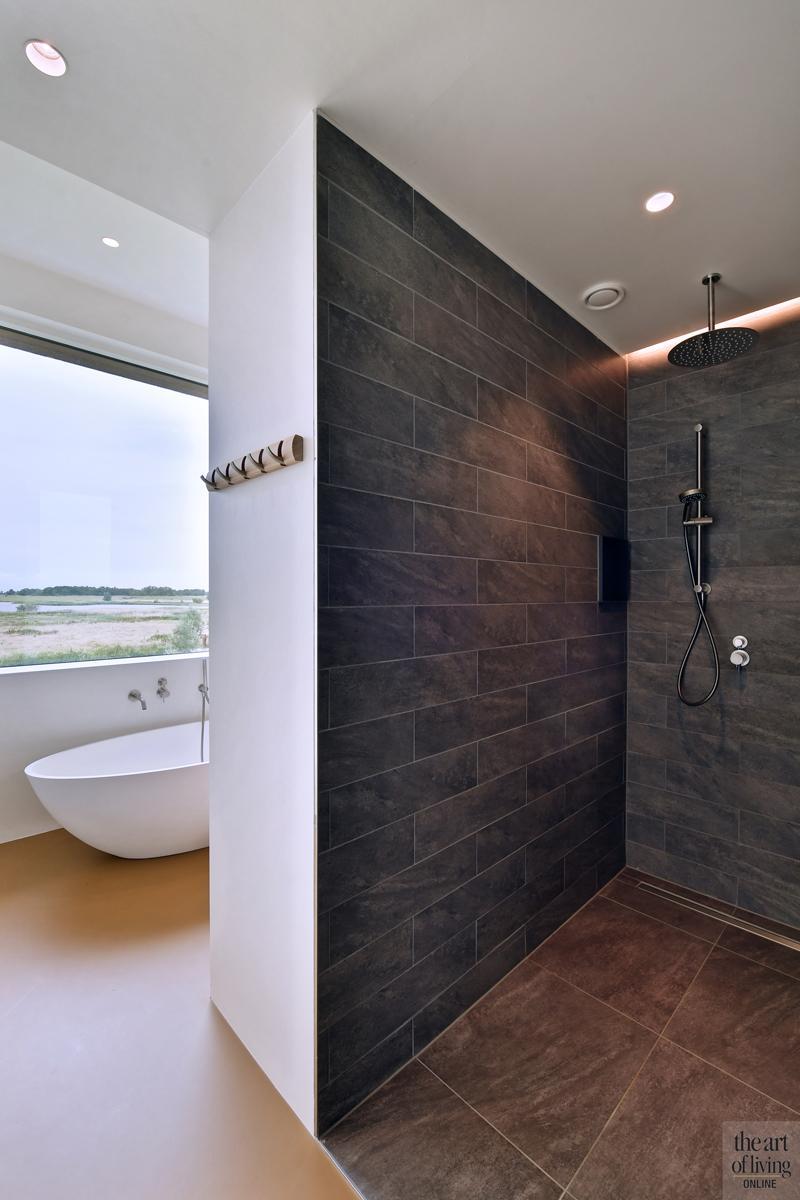 Natuurlijke omgeving, 123DV Architecten, Badkamer, Waskom, Wastafel, Badkamer design, Badkamerdesign, Moderne badkamer, Vrijstaand bad, natuurstenen muur