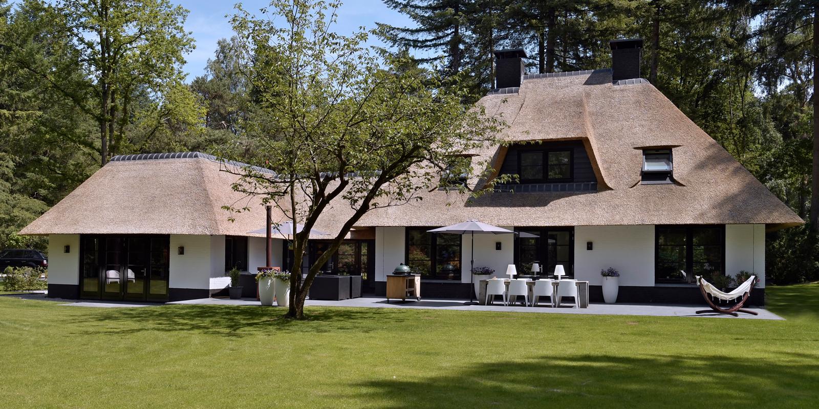 Nieuwbouw, Leeflang architectuur, Henk Leeflang, Rieten dak, witte villa, nieuwbouw villa, klassieke woning, Klassiek interieur, Maatwerk interieur