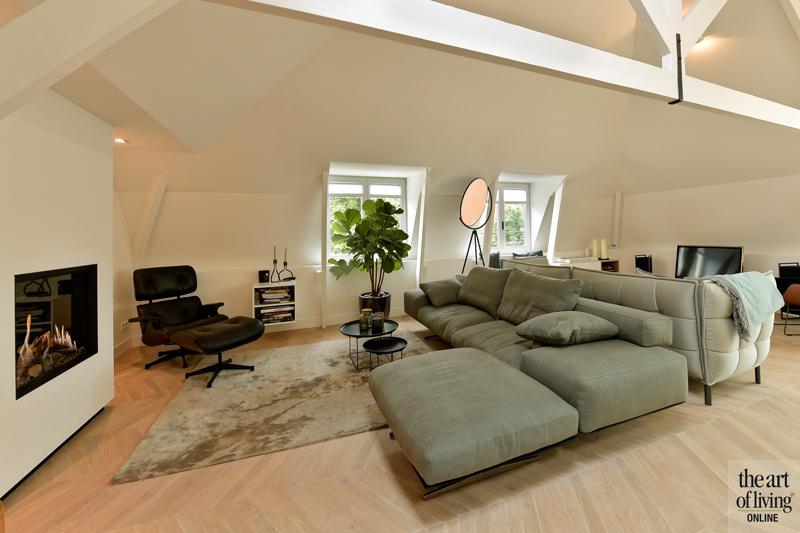 Penthouse, By Thimble, Woonkamer, zithoek, Design meubels, Gezellig interieur, Warme kleuren, Eames stoel