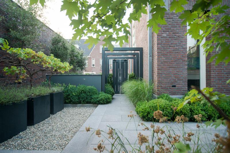 Sfeervolle tuin, Buytengewoon Tuinontwerp, gezelligheid, openhaard, tuindesign, tuinmeubelen, tuinverlichting