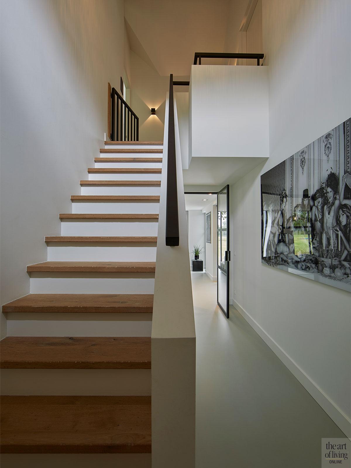 Chic interieur, Mirthe Janus, trap, hal, houten trap, strakke trap, moderne trap