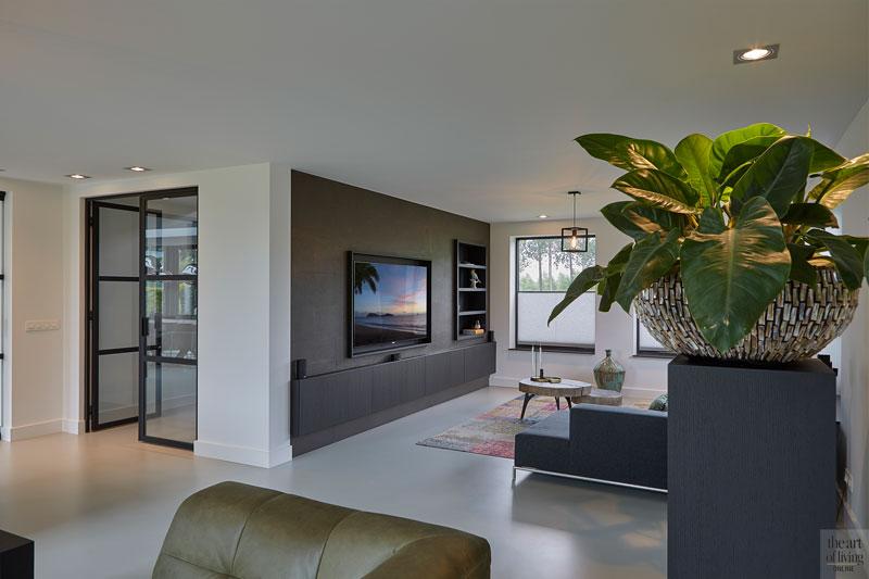 Chic interieur, Mirthe Janus, woonkamer, living, lounge, design meubels, gietvloer, strak interieur