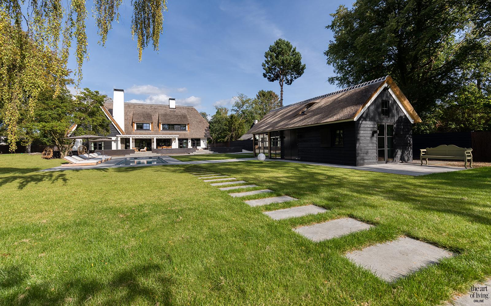 High end interieur, Herman Peters, tuinhuis, poolhouse, Stalen deuren, openslaande deuren, hide away