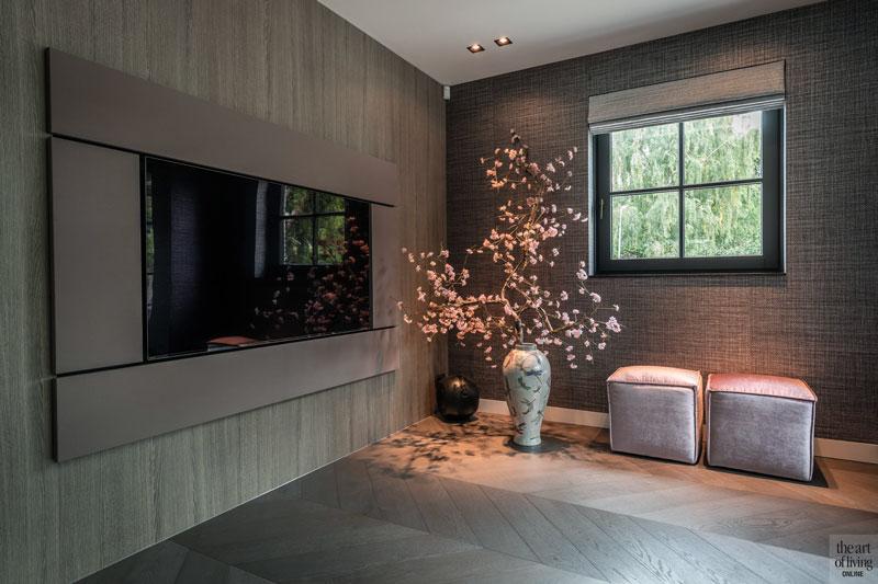 High end interieur, Herman Peters, woonkamer, living, openhaard, open haard, haard, interieurdesign, design meubelen, zithoek, houten vloer