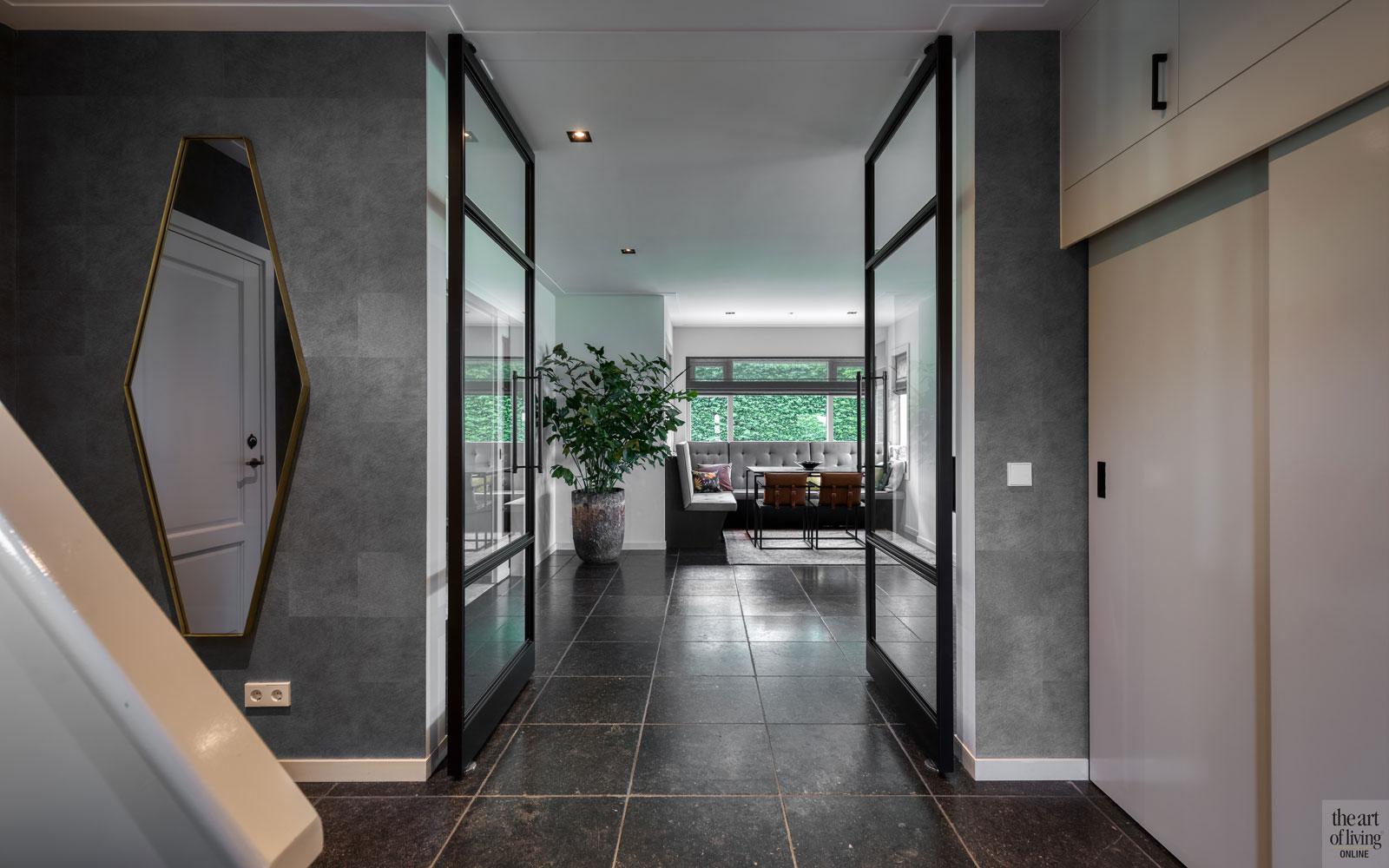 Landhuis, Marcel de Ruiter, Interieur, Strak interieur, Stalen deuren, Stalen deur, Open haard, Stenen vloer, sfeervol interieur