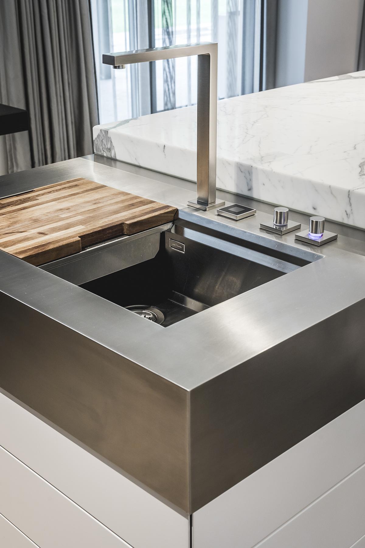 Exclusieve keuken, Culimaat, high-end kitchens, hoogwaardig materiaal, marmer, riant kookeiland