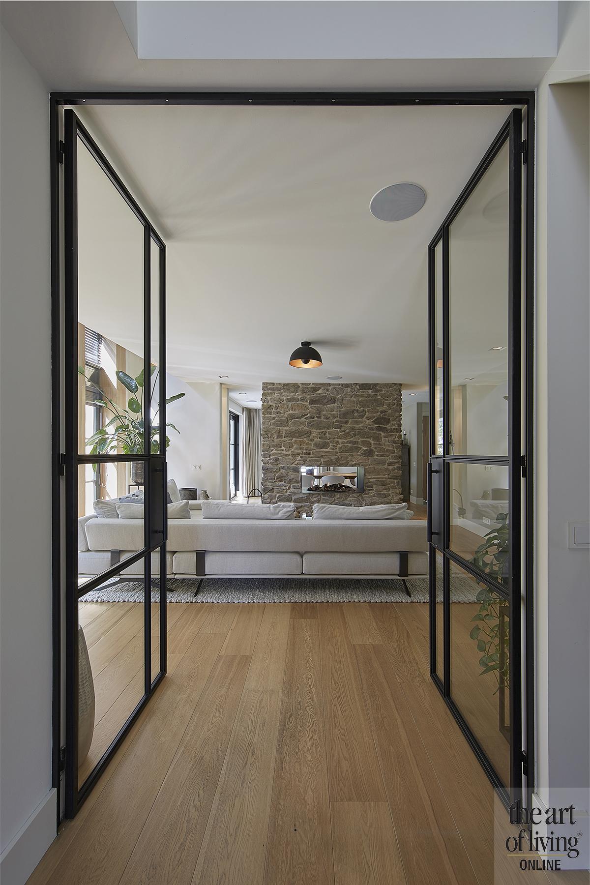 landelijk interieur, 01 architecten, moderne architectuur, luxe, stalen deur, the art of living