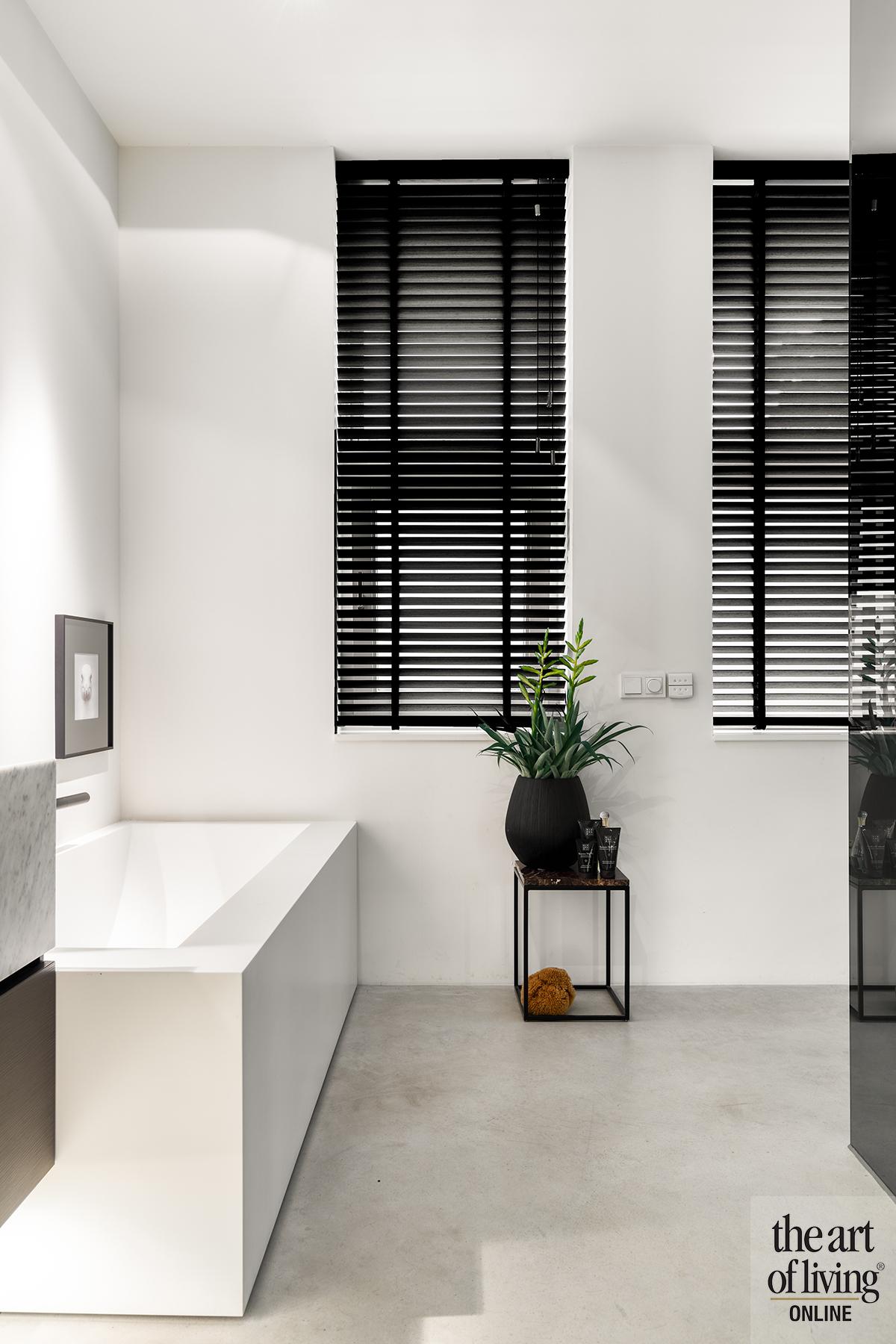 luxe interieur, Claire.Ansems, strak, wit, marmeren keuken, high end