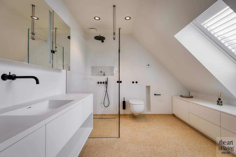 maatwerkkeuken, De Vries & Theunissen, OTH architecten, exclusief wonen, visgraatvloer, doorkijkhaard, villa aan het water, warme tinten, luxe