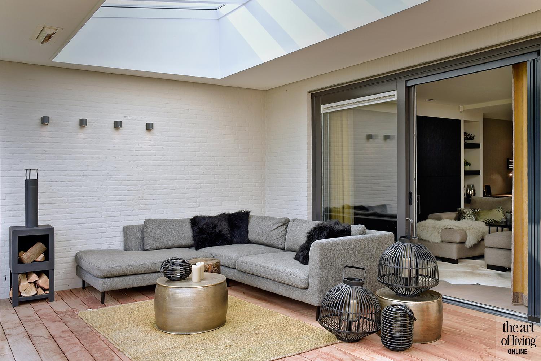stijlvol interieur, Hemels Wonen, luxe, zwembad, jacuzzi, groene tinten, stalen deuren