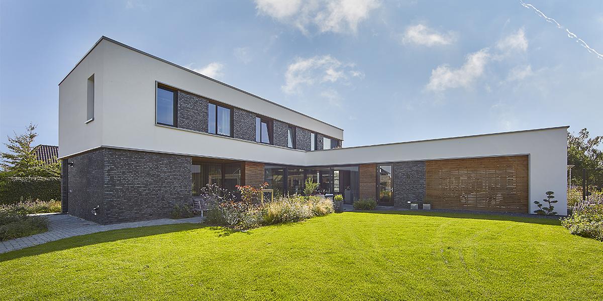 strakke woning, USE Architects, witte keuken, vakantie gevoel
