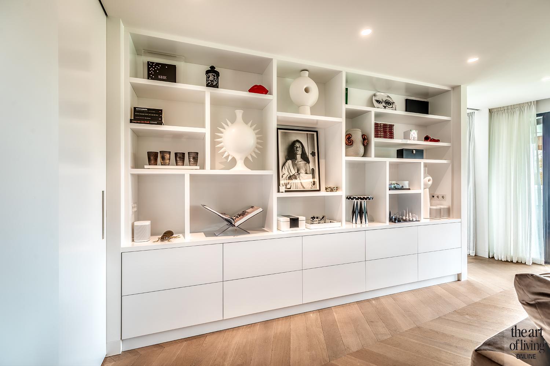 Warm interieur, Culimaat, High end kitchen, luxe woning, Zwart-wit keuken, visgraatvloer, strak