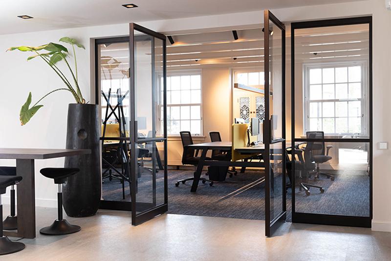 kantoorinrichting, De Rooy Metaaldesign, stalen deuren, maatwerk, vakmanschap, elegante deuren, luxe