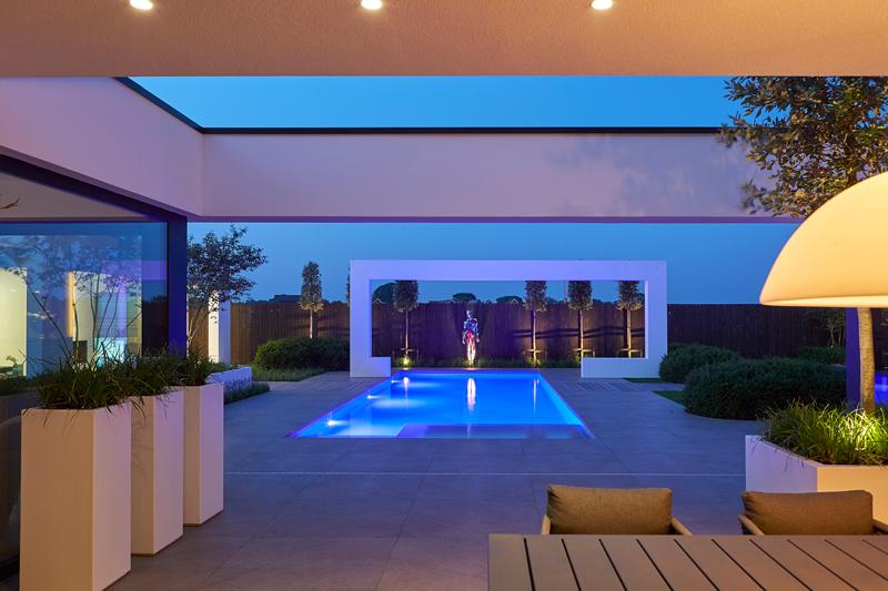 louvredaken, Livium, shutters, RMR interieurbouw, villa, zwembad, exclusief