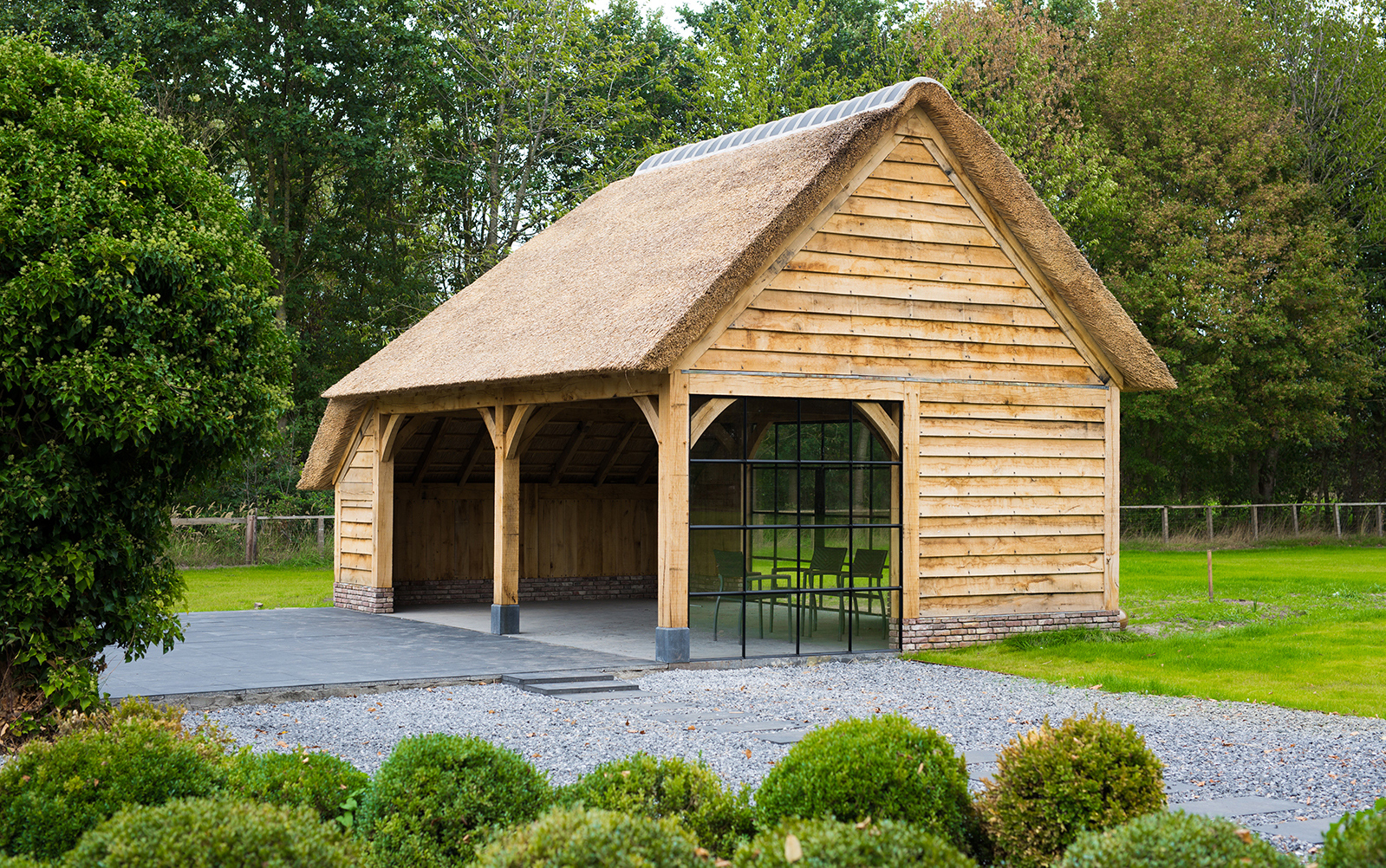 hout en living, houten gebouw