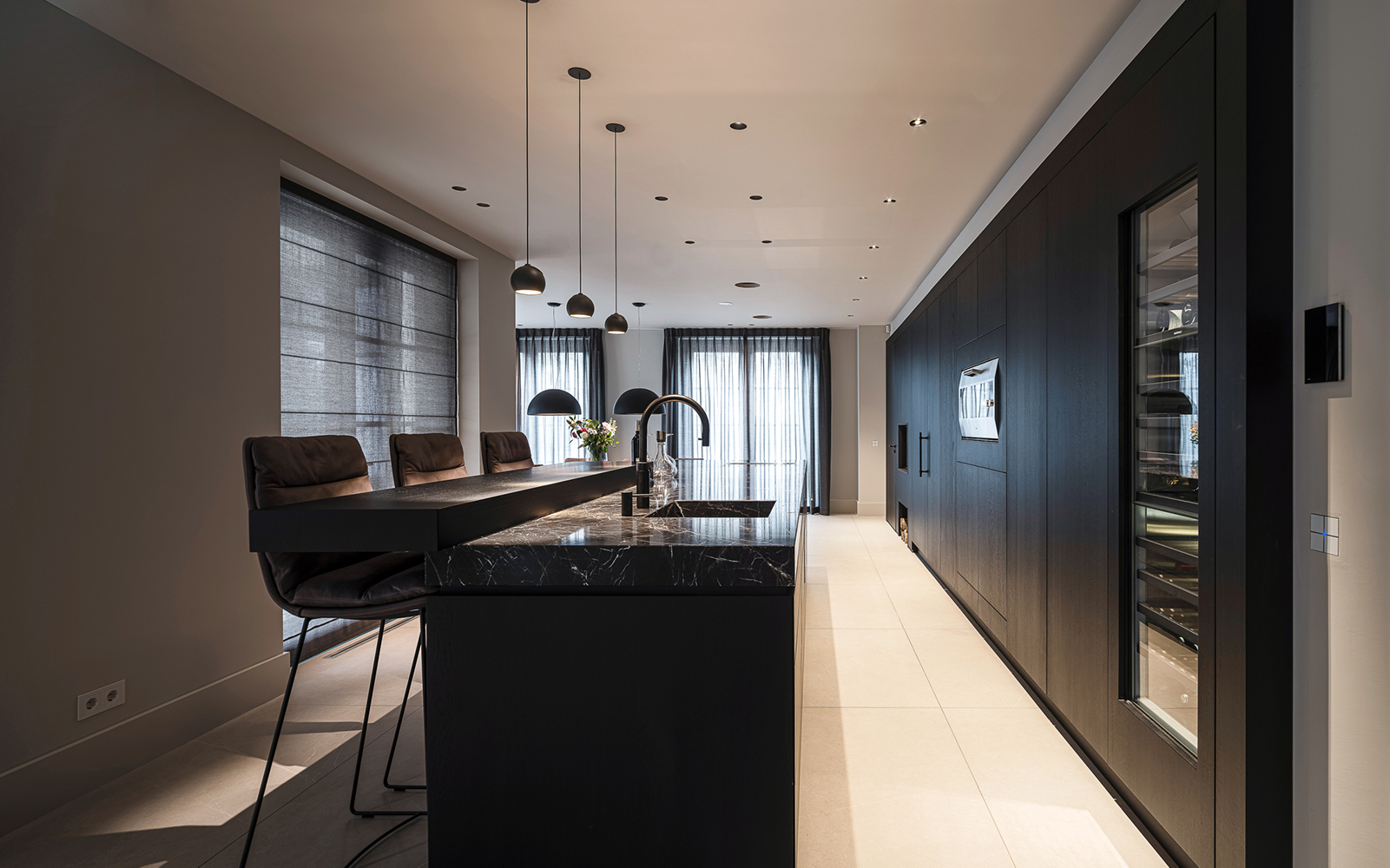 marmer keukenblad, Van Essen Keukens, donkere keuken, modern