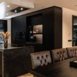 Zwarte keuken, van essen keukens, the art of living