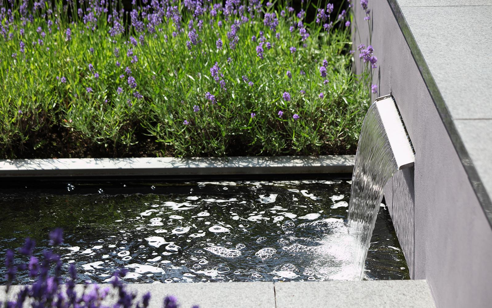 Stoop tuinen, groene tuin. sfeervol en strak, tuinarchitectuur