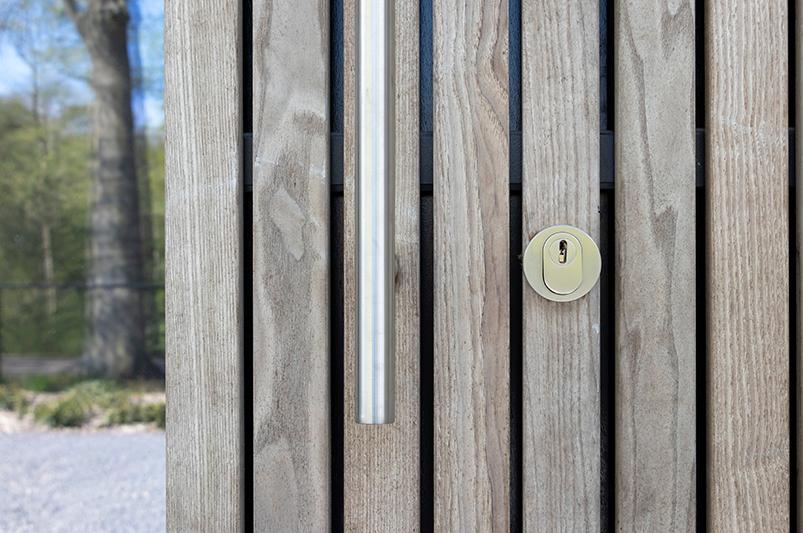houten gevel, different doors, garagedeur