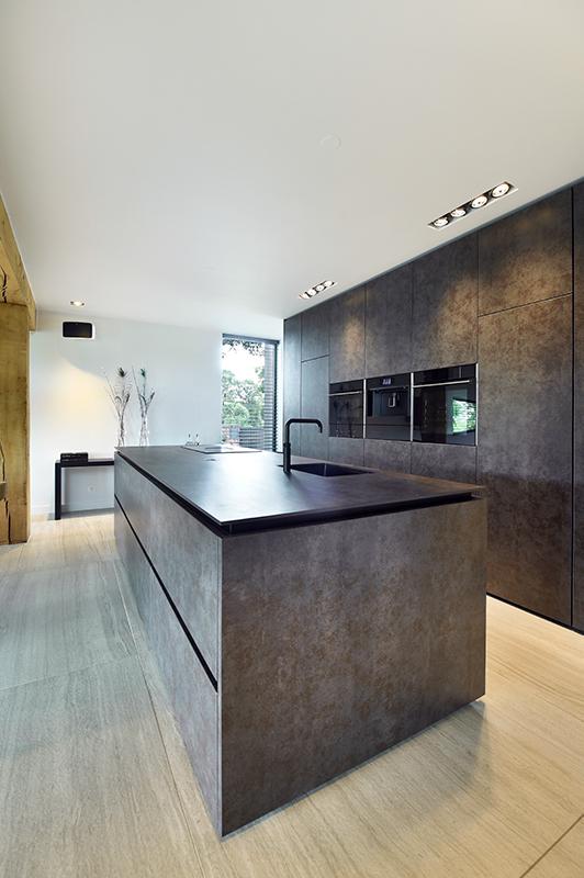 donkere keuken, michel oprey & beisterveld, neolith