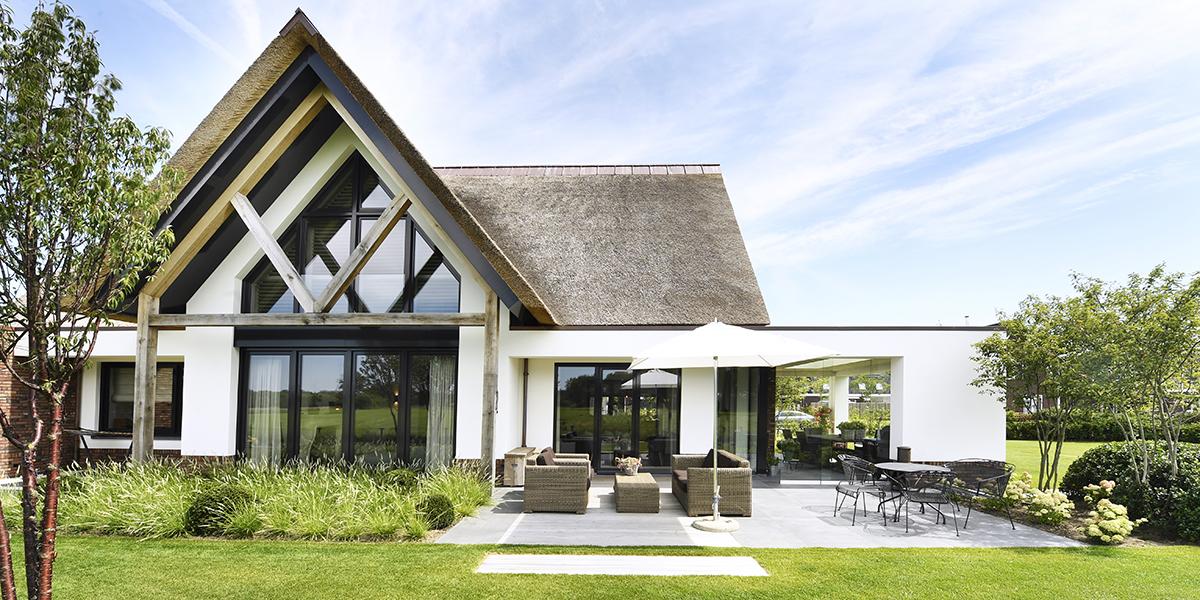 Villa met rieten dak, Legemaatvan Elst, The Art Of Living